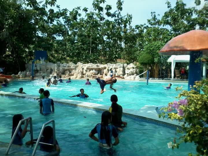 Cahyaaryanti Wahana Wisata Air Kota Blora Ramai Permainan Kolam Renang