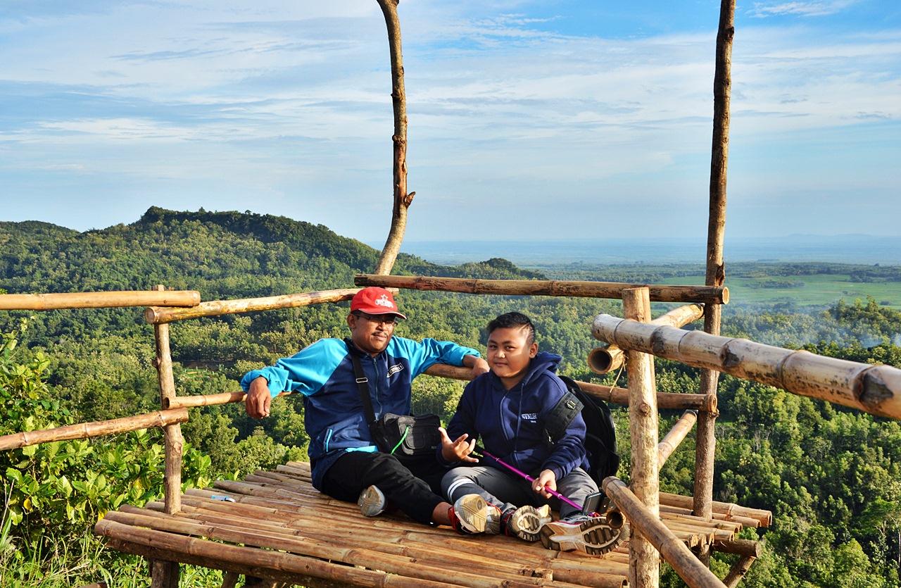 News Rani Pesona Gunung Cengklik Birunya Blora Pemandangannya Bagus Suasana
