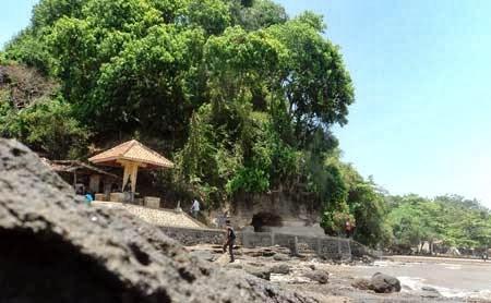 Tempat Wisata Batang Blora Jawa Tengah Pantai Ujungnegoro Kabupaten Monumen