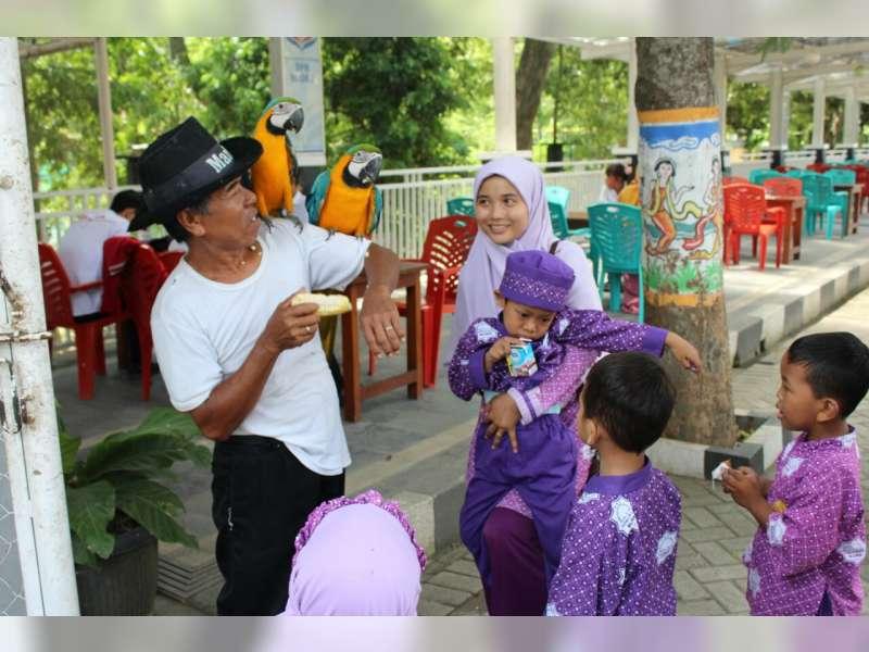 Taman Tirtonadi Jadi Wahana Edukasi Pengenalan Burung Bagi Anak Berita