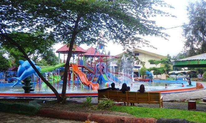 Taman Sarbini Water Splash Blora Wisatanya Warga Rembang Pati Objek