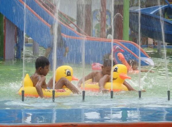 Ayo Dolan Blora Twitter Visitblora Kolam Kecek Water Splash Taman