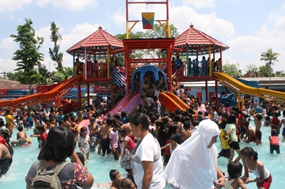 Pasar Blora Dibuka Taman Water Splash Sarbini Setelah Tak Kurang