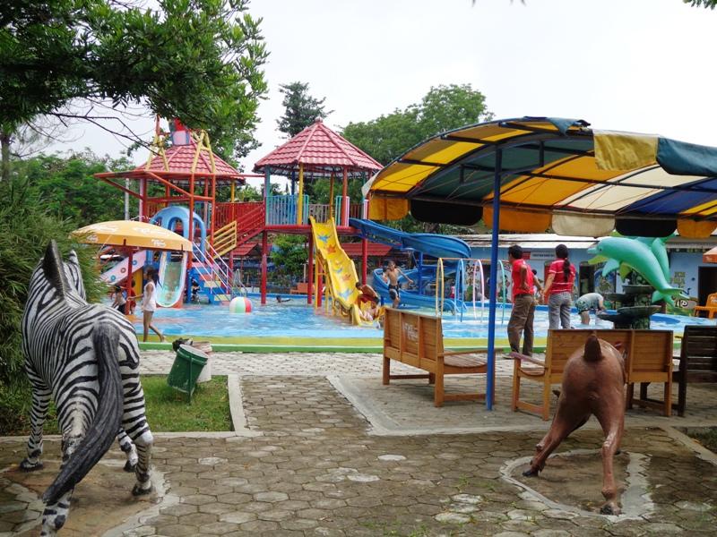 Taman Sarbini Water Splash Infoblora Terbuka Fasilitas Kolam Bermain Air