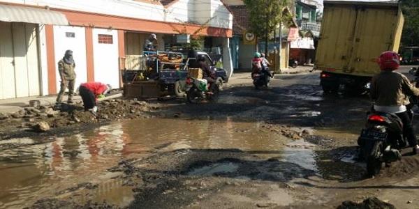 Jalan Taman 1000 Lampu Masuk Pemeliharaan Rutin Media Informasi Seribu