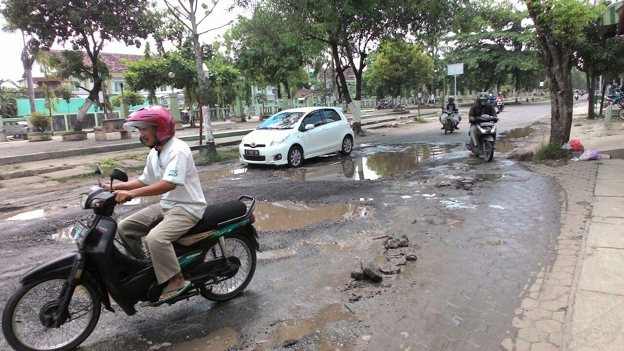 Warga Keluhkan Kerusakan Jalan Taman Seribu Lampu Cepu Infoblora Pengguna