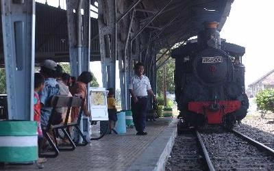 Wisata Lokomotif Uap Cepu Dilestarikan Wisatawan Tau Mempunyai Sejarah Perkeretapian