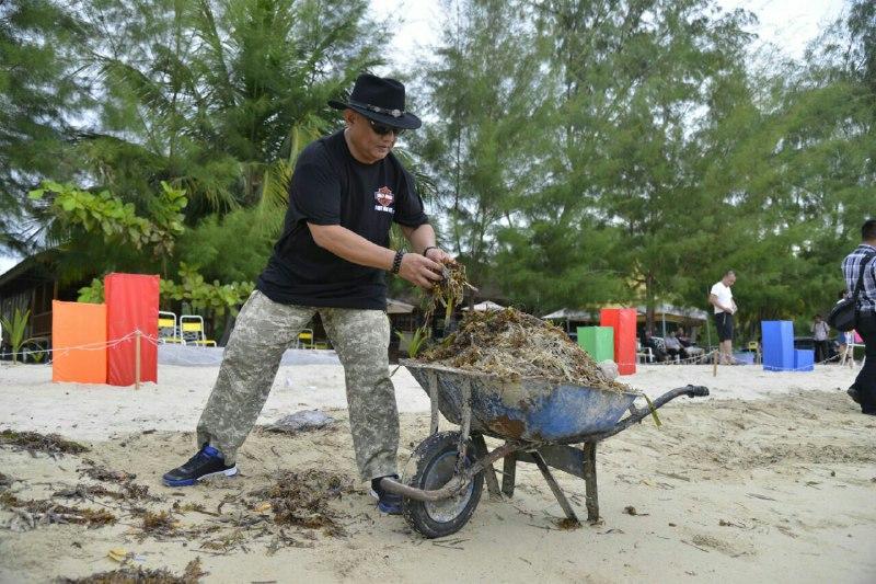 Rusli Habibie Bersih Pantai Bolihutuo Humas Protokol Gubernur Gorontalo Aksih