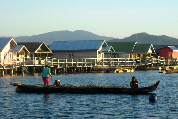 Kearifan Suku Bajo Menjaga Kelestarian Pesisir Laut Perahu Sape Rumah
