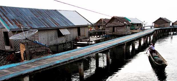 Potret Problematika Kehidupan Pesisir Desa Bajo Oleh Muhammad Wisata Suku