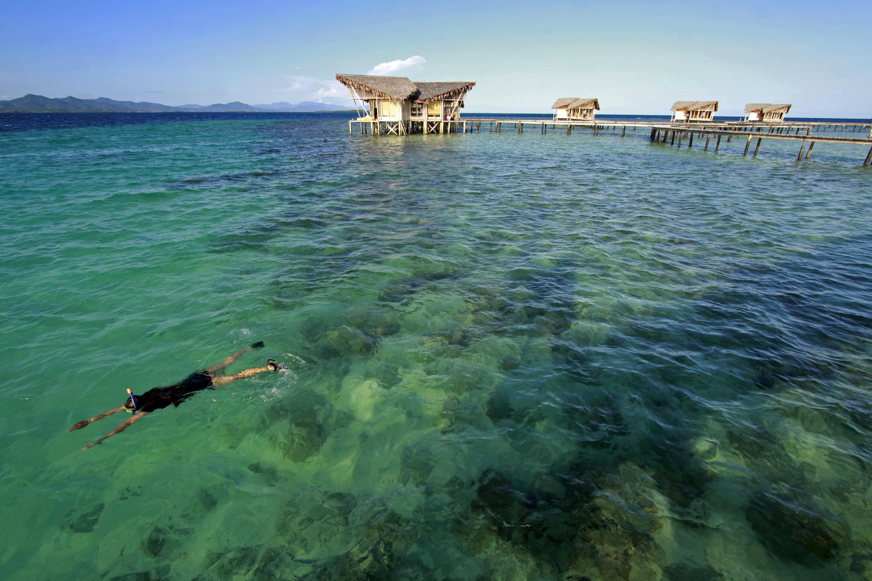 Wisata Romantis Pulo Cinta Pengunjung Melakukan Selam Permukaan Snorkeling Kawasan
