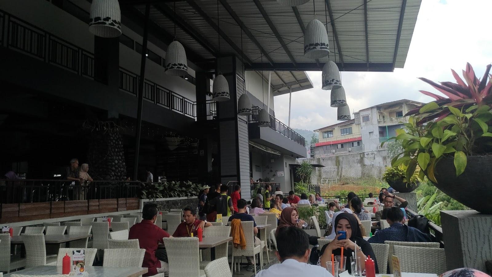 Cimory Riverside Puncak Bogor Tempat Buang Penat Pejalan Santai Teras