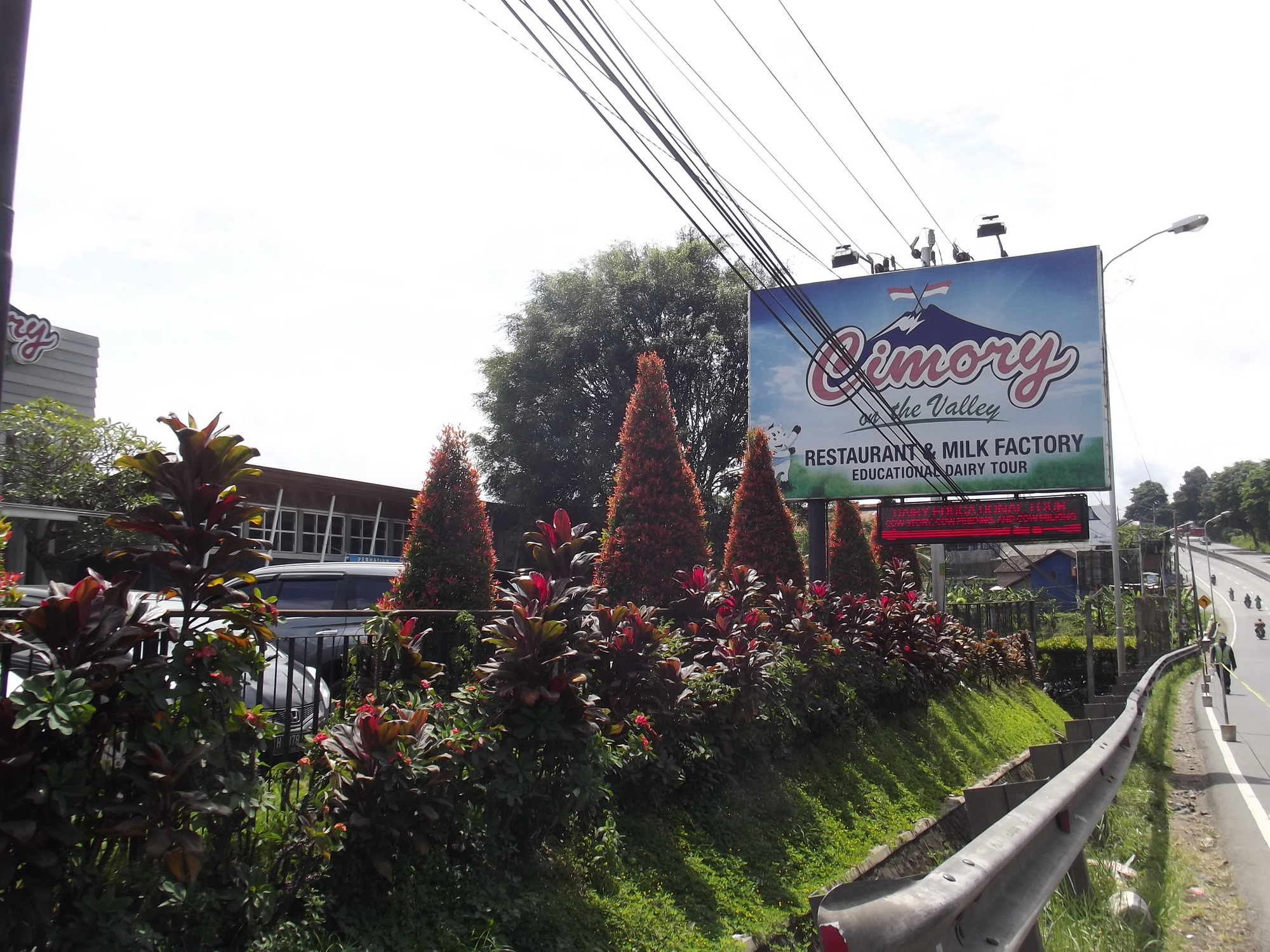 Cimory Valley Wisata Keluarga Asyik Kabupaten Semarang Sebuah Wahana Antaranya