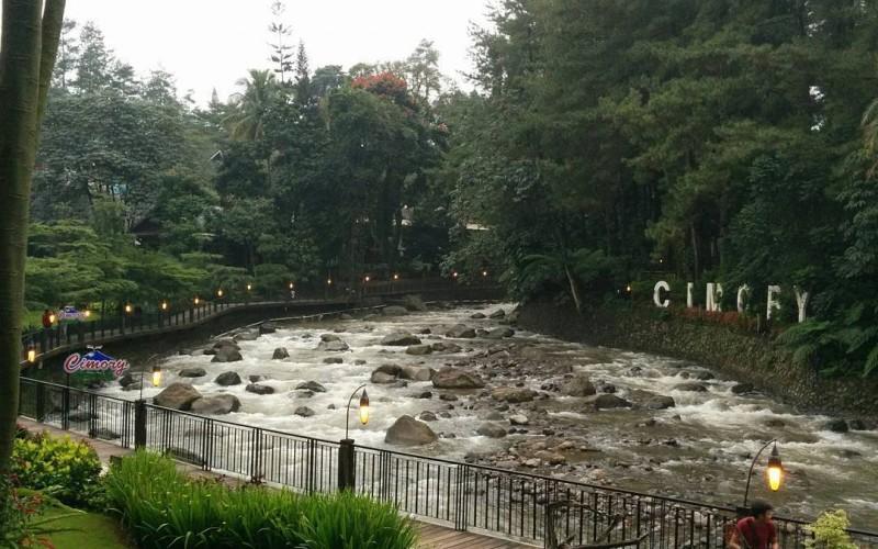 Nih 4 Tempat Makan Tepi Sungai Pemandangan Menakjubkan Bikin Sejuk