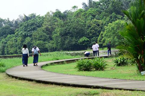 Asri Bogor Today Nampak Sejumlah Anak Sekolah Berada Kawasan Danau