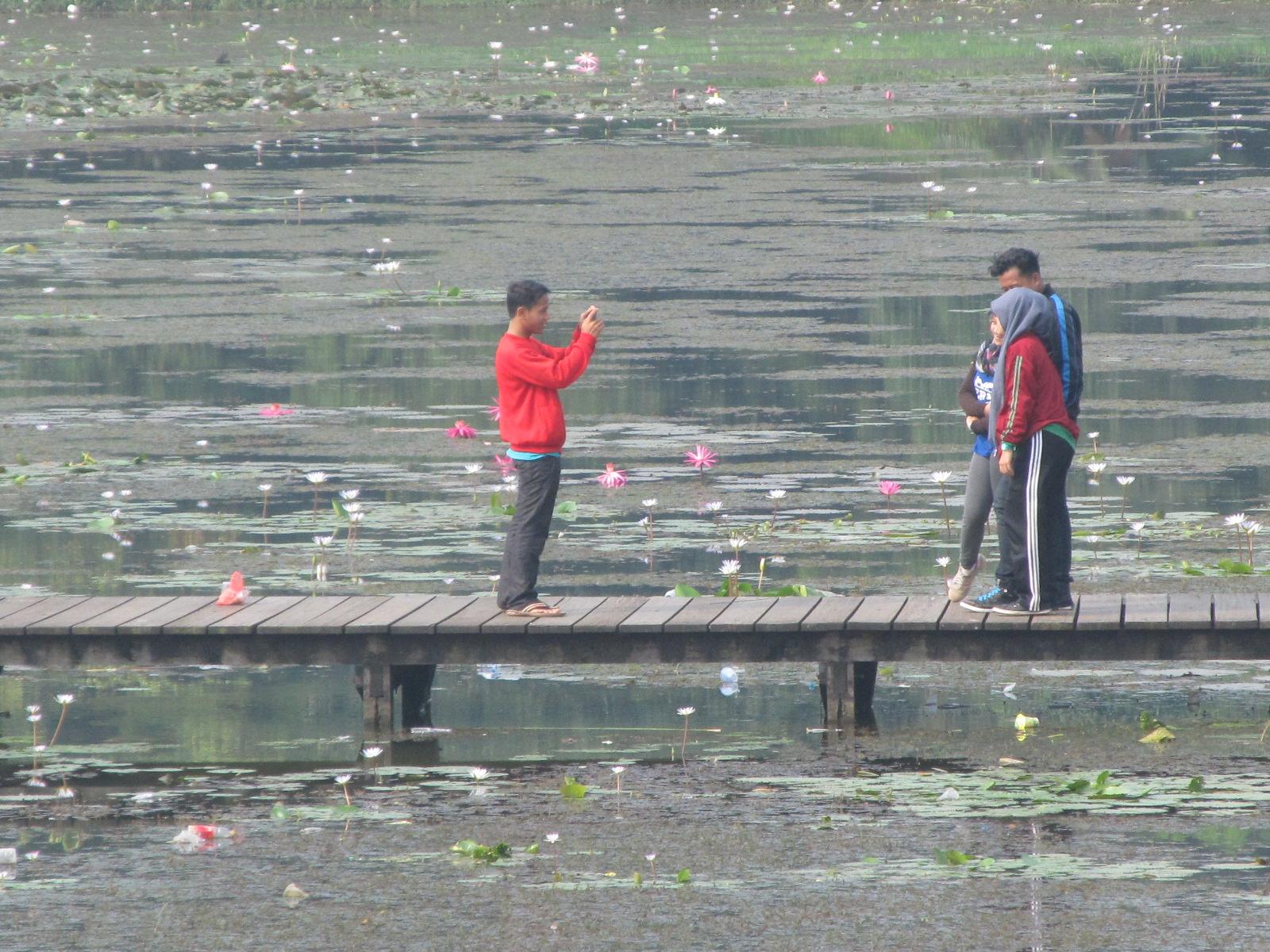Baju Jalan Danau Dora Tidak Tempat Wisata Bagi Warga Cibinong