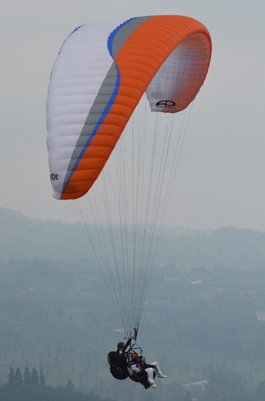 Papatong Indonesia Sekolah Paralayang Tandem Outbond Puncak Bogor Img 9012