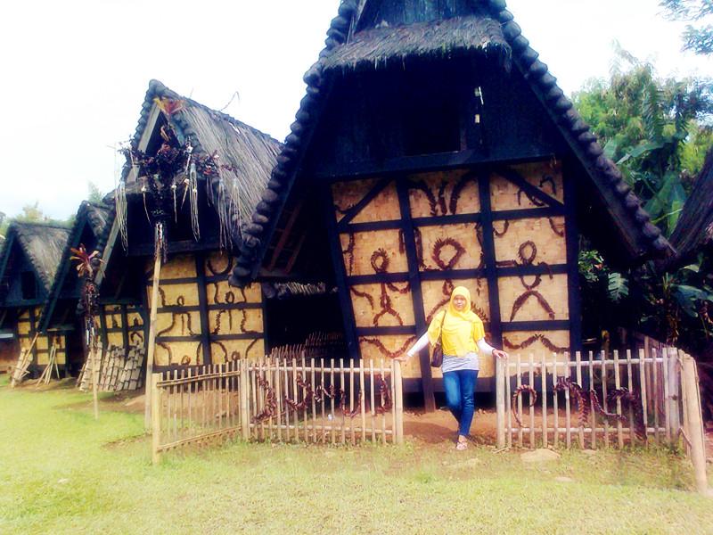Fadilah Blog Objek Wisata Kampung Budaya Sindangbarang Bogor Terdapat 8