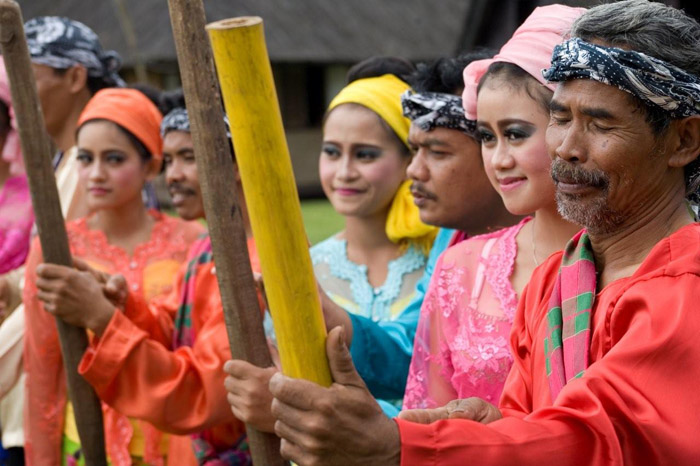 Kampung Budaya Sindang Barang Bogor Tempat Wisata Sindangbarang Terdapat 8
