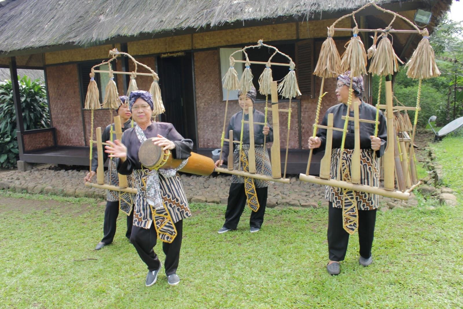 Kampung Budaya Sindang Barang Bogor Tempat Wisata Upacara Adat Seren