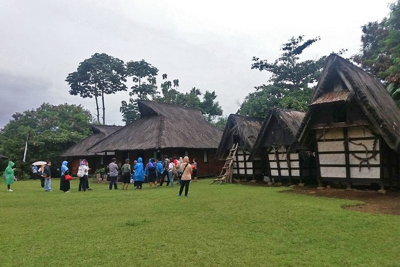 Wisata Budaya Bogor Asyiknya Kampung Sindangbarang Kurnia Detiktravel Kab