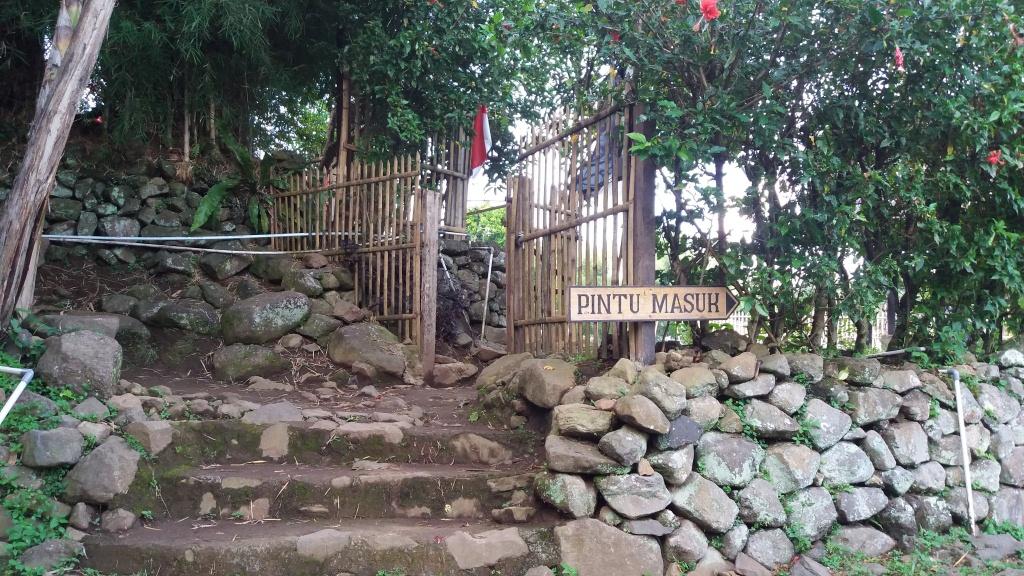 Wisata Edukasi Kampung Budaya Sindang Barang Bogor Jawa Barat Pintu