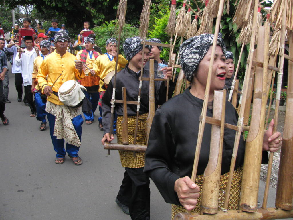 Wisata Sejarah Kampung Budaya Sindangbarang Bogor Citra Michele Terletak Desa