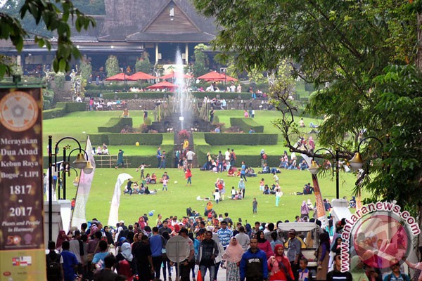 Pengunjung Kebun Raya Bogor Capai 98 742 Ramadhan Antara News