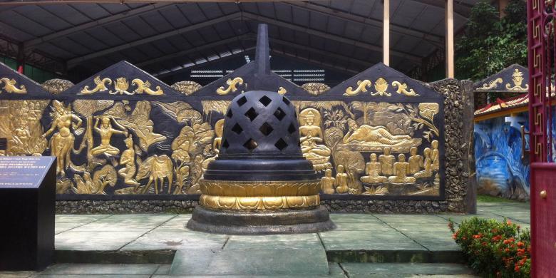 Berkunjung Sleeping Buddha Terbesar Indonesia Kompas Stupa Dekat Pintu Masuk