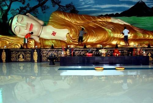 Budha Tertidur Bogor Yulius Satria Wijaya Photoblog Sejumlah Pekerja Membersihkan