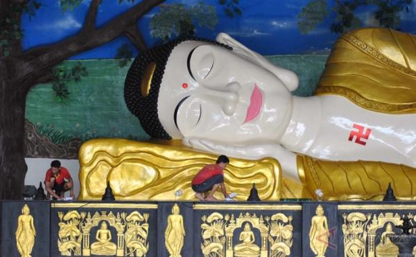 Jelang Imlek Patung Buddha Tidur Raksasa Dibersihkan 0 Foto Sepanjang