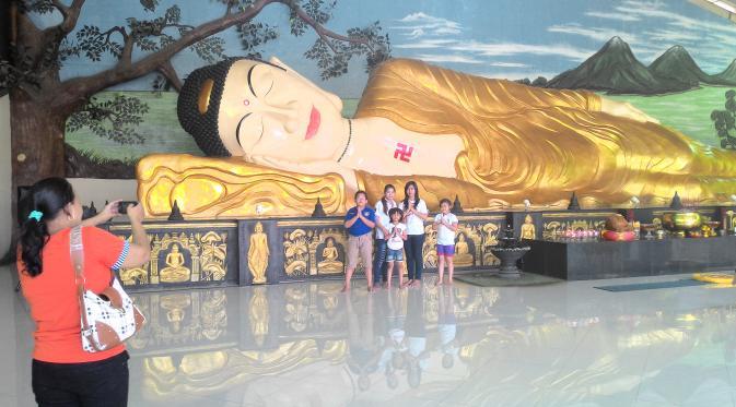 Menengok Patung Buddha Raksasa Tidur Wihara Bogor News Kab