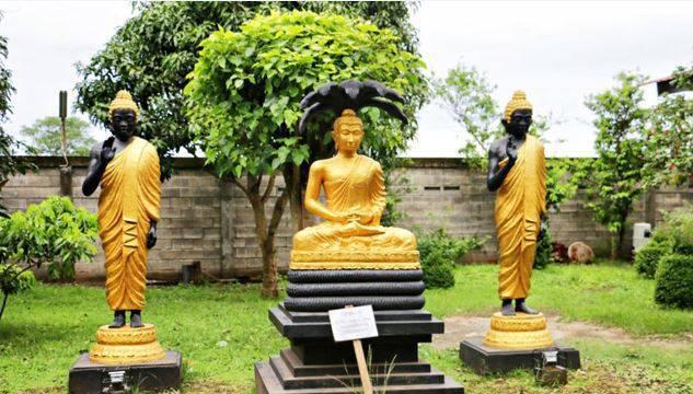 Patung Budha Tidur Mojokerto Menjadi Terbesar Indonesia Foto Gotravelly Ornamen