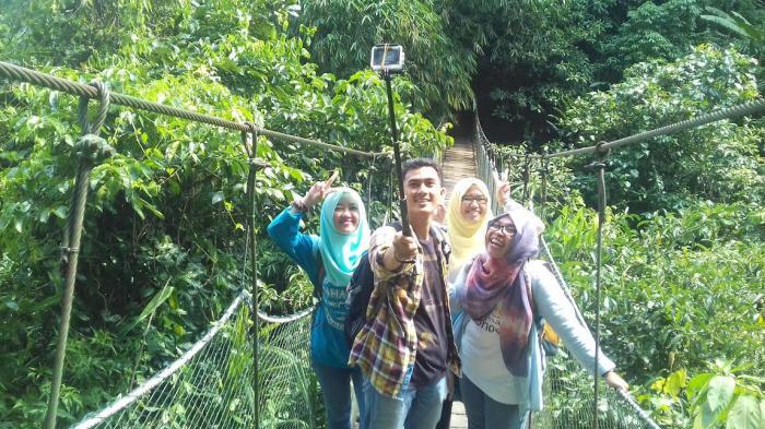 Selfie Suaka Elang Melihat Lebih Dekat Burung Penangkaran Loji Kab