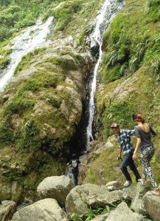 Wisata Suaka Elang Bogor Tempat Camping Kampung Loji Cigombong Air