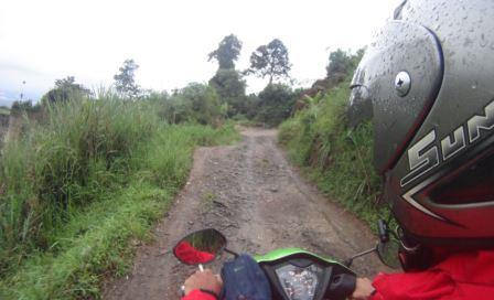 Wisata Suaka Elang Bogor Tempat Camping Kampung Loji Cigombong Akses