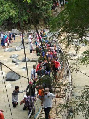 Jembatan Gantung Lokasi Wisata Penangkaran Rusa Cariu Bogor Putus Penulis