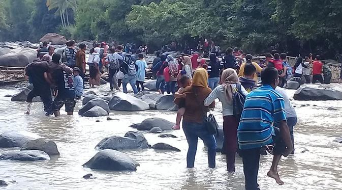 Korban Jembatan Ambruk Penangkaran Rusa Bogor Bertambah News Gantung Puluhan