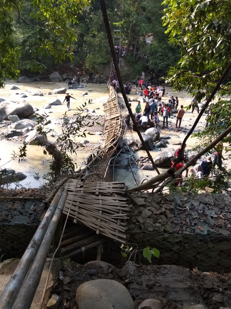 Ngeri Jembatan Gantung Penangkaran Rusa Tanjungsari Ambruk Bogor Daily Menuju