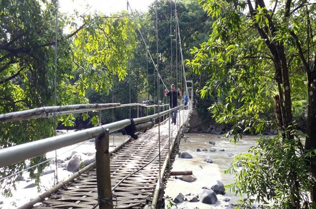 Peristiwa Jembatan Penangkaran Rusa Cariu Ambruk Puluhan Luka Giri Jaya