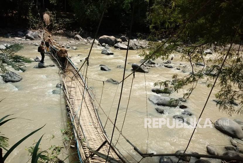 Usai Jembatan Ambruk Pos Tiket Masuk Penangkaran Rusa Cariu Kondisi