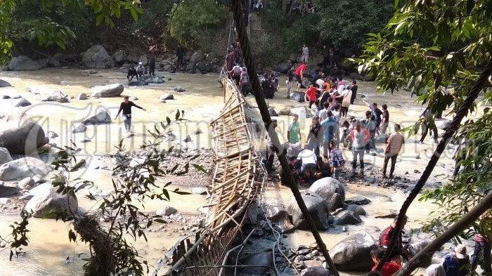 Video Putusnya Jembatan Penangkaran Rusa Cariu Bogor Bayi Hilang Terseret