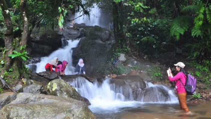 3 Lokasi Wisata Air Terjun Menarik Kunjungi Berwisata Puncak Bogor