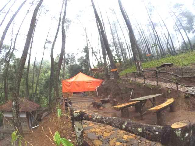 Tempat Camping Puncak Bogor Kampung Rimba Parkir Toilet Mushola Saung