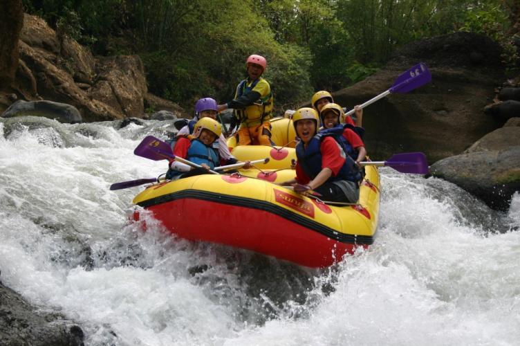5 Tips Petualangan Arung Jeram Menjaga Keselamatan Meramuda 413 Rafting