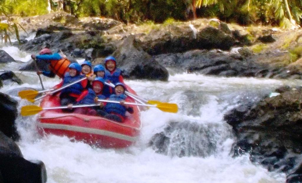 Arung Jeram Perusahaan Sungai Cisadane Bogor Seru Rafting Pt Gsi