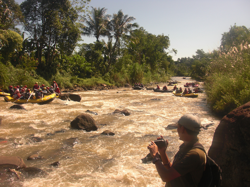 Main Air Arung Jeram Wisata Rafting Cisadane Sungai Kab Bogor