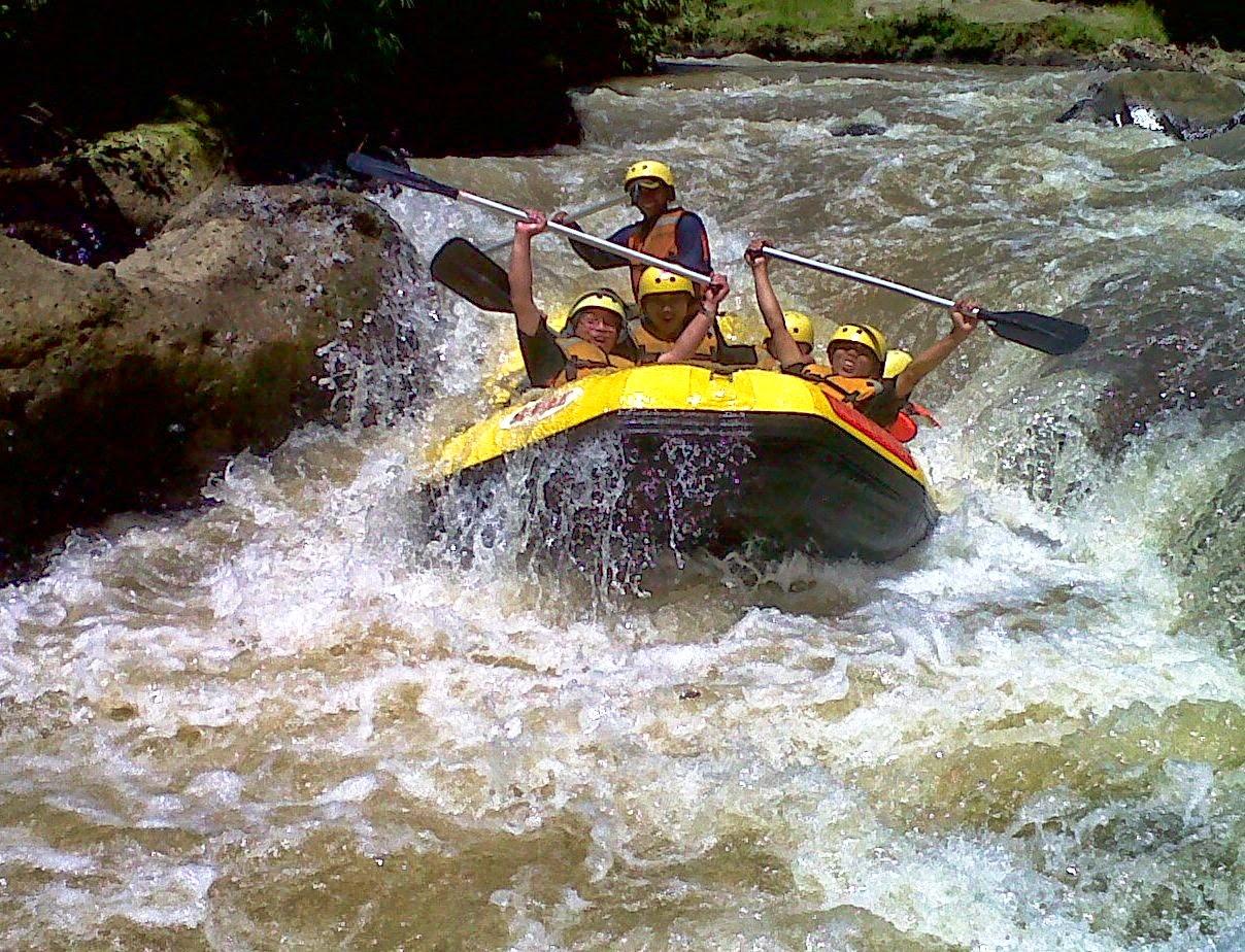 Nikmati Serunya Arung Jeram Sungai Cisadane Bogor Paket Rafting Sentul