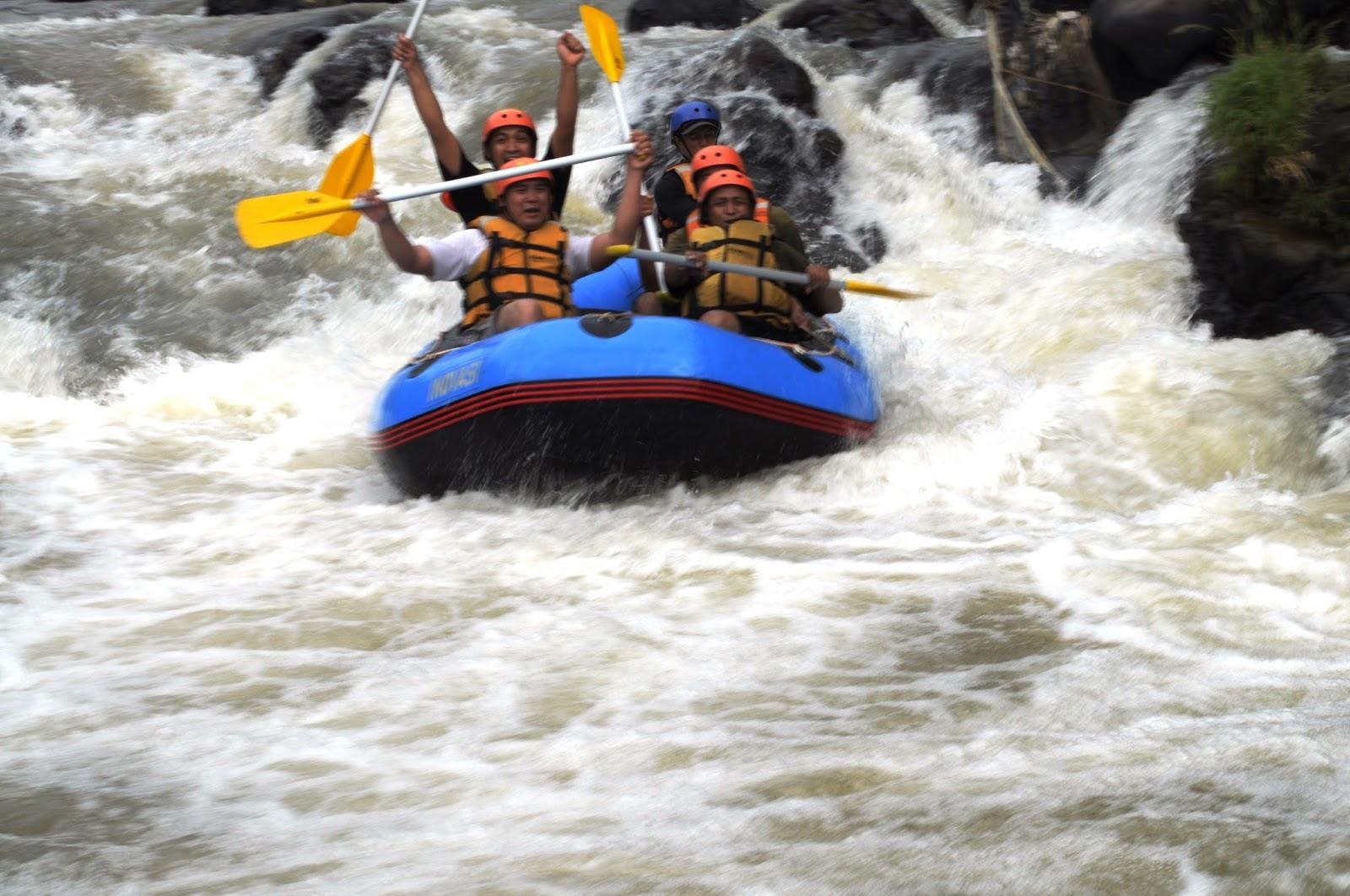 Paket Arung Jeram Cisadane Bogor Murah Maksud Wisata Rafting Sungai