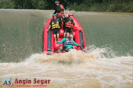 Paket Arung Jeram Sungai Cisadane Bogor Rafting Kab